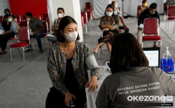https: img.okezone.com content 2021 09 23 320 2475626 indonesia-tembus-100-juta-vaksinasi-sri-mulyani-luar-biasa-iDA4JAL7oC.jpg