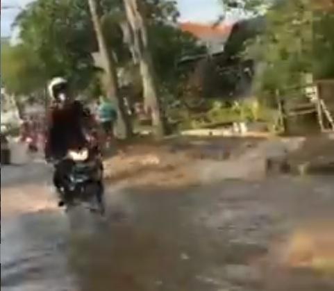 https: img.okezone.com content 2021 09 23 338 2475652 kawasan-mampang-depok-terendam-banjir-lalu-lintas-macet-U4YcVryyp2.jpg