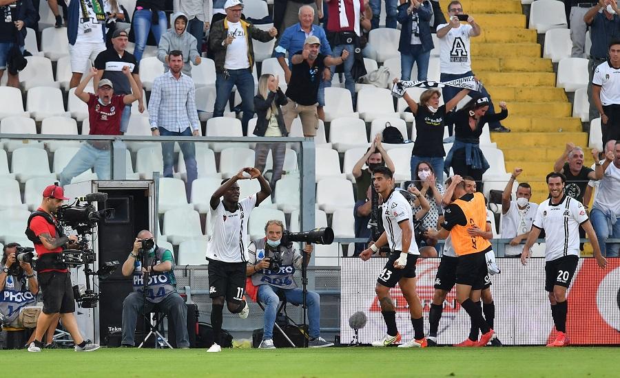 https: img.okezone.com content 2021 09 23 47 2475703 momen-unik-kemenangan-pertama-juventus-di-liga-italia-2021-2022-gol-moise-kean-dibalas-selebrasi-ala-cristiano-ronaldo-qivLdVjBaP.jpg