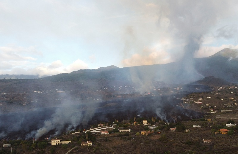 https: img.okezone.com content 2021 09 24 18 2476363 awan-belerang-letusan-gunung-berapi-spanyol-picu-hujan-asam-di-prancis-AggiH3NmvX.JPG