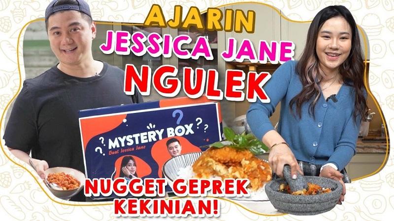 https: img.okezone.com content 2021 09 24 298 2476136 cek-resep-nugget-geprek-viral-ala-chef-arnold-jessica-jane-AhWTTkg3XJ.jpeg