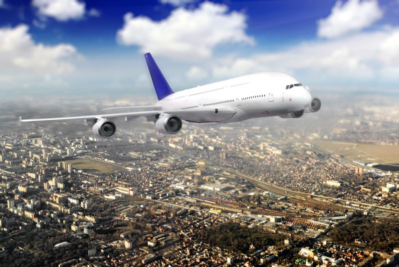 https: img.okezone.com content 2021 09 24 406 2476454 pramugara-dihajar-penumpang-pesawat-ini-terpaksa-putar-balik-ke-bandara-OFAi16JApu.jpg