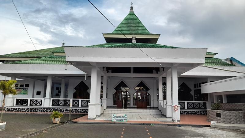https: img.okezone.com content 2021 09 24 408 2476482 wisaja-religi-di-masjid-peninggalan-kyai-mojo-ulama-kepercayaan-pangeran-diponegoro-9gltVQbacu.jpg
