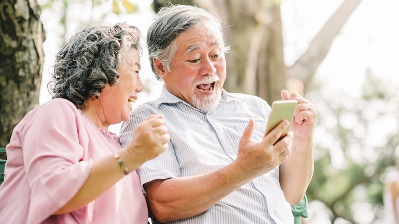 https: img.okezone.com content 2021 09 24 612 2476446 ayu-dyah-pasha-kunci-lansia-sehat-dan-bahagia-ialah-merasa-hidup-2fJaGjWqpA.jpeg