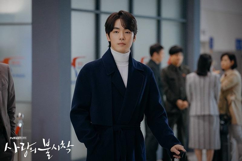 https: img.okezone.com content 2021 09 25 33 2476816 aktor-mr-queen-kim-jung-hyun-gabung-agensi-kim-tae-hee-A4pJtyXKJJ.jpg