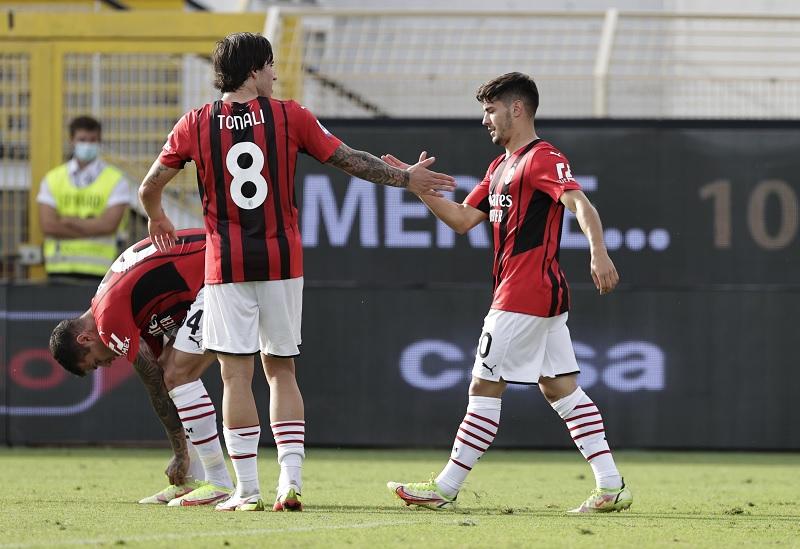 https: img.okezone.com content 2021 09 25 47 2476853 hasil-spezia-vs-ac-milan-di-pekan-keenam-liga-italia-2021-2022-rossoneri-menang-tipis-EgDy3QZMFH.jpg