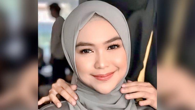https: img.okezone.com content 2021 09 25 617 2476610 5-gaya-hijab-pashmina-ala-ria-ricis-simpel-dan-cantik-tanpa-ribet-jrvOidXPNC.jpg