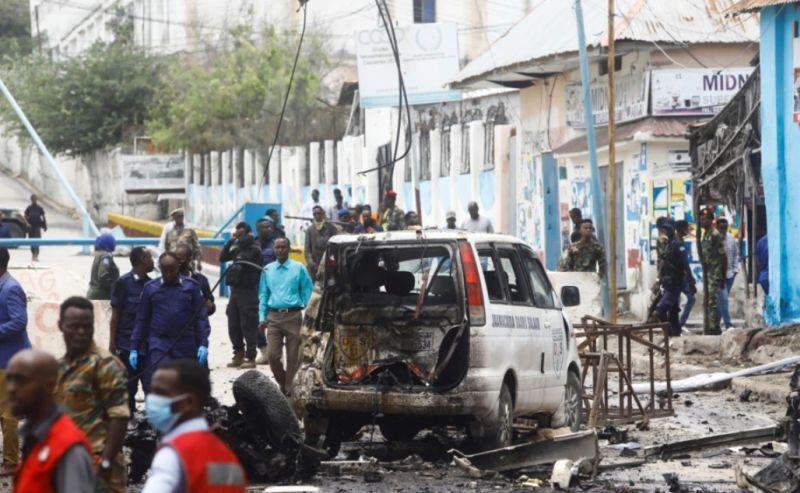 https: img.okezone.com content 2021 09 26 18 2476903 8-orang-tewas-dalam-bom-mobil-bunuh-diri-di-dekat-istana-presiden-somalia-xYSoaOT6D6.jpg