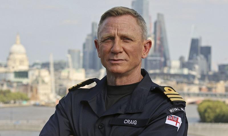 https: img.okezone.com content 2021 09 26 33 2476948 daniel-craig-raih-pangkat-kehormatan-angkatan-laut-setara-milik-james-bond-pyuzUTfLsN.jpg