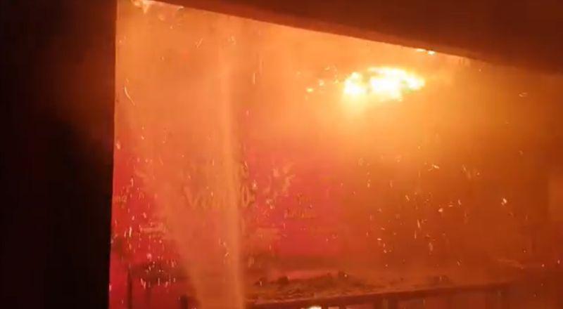 https: img.okezone.com content 2021 09 26 340 2476887 kebakaran-landa-rumah-warga-dan-warung-makan-di-samarinda-SXvSdjFyi5.jpg