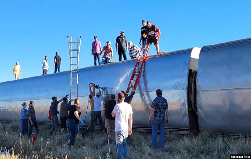 https: img.okezone.com content 2021 09 27 18 2477282 kereta-keluar-rel-dan-terguling-3-penumpang-tewas-puluhan-orang-terluka-1xDxf3MQnX.jpg