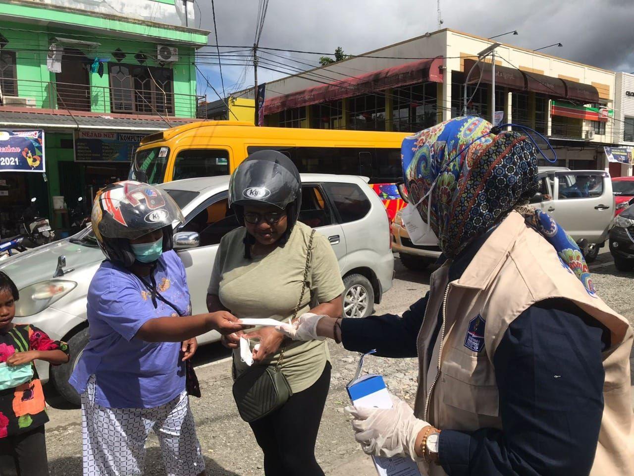 https: img.okezone.com content 2021 09 27 337 2477375 bnpb-lepas-gerakan-mobil-masker-untuk-masyarakat-kabupaten-mimika-YLe3D8DRur.jpg