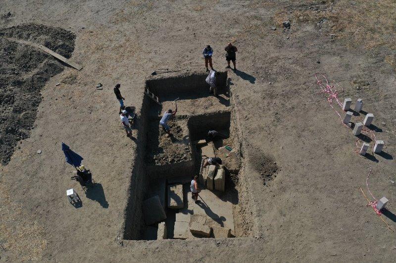 https: img.okezone.com content 2021 09 27 406 2477740 gerbang-kuil-zeus-magnesia-ditemukan-lokasi-ini-kota-terkemuka-zaman-kuno-NFoJybBJkl.jpg