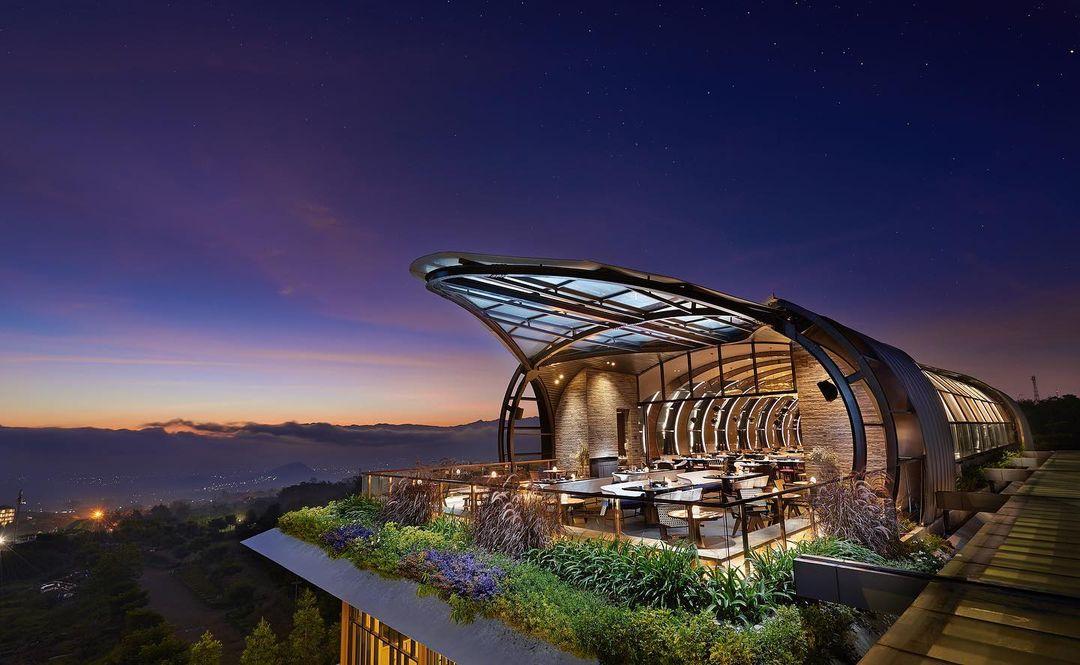 https: img.okezone.com content 2021 09 27 408 2477746 5-hotel-suguhkan-pemandangan-alam-indah-di-malang-raya-betah-berlama-lama-ZmAxErIcHR.jpg