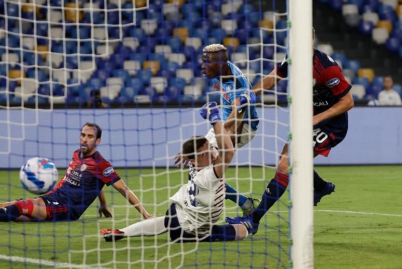 https: img.okezone.com content 2021 09 27 47 2477248 hasil-napoli-vs-cagliari-di-pekan-keenam-liga-italia-2021-2022-i-partenopei-amankan-poin-penuh-tHbOhF0Che.jpg