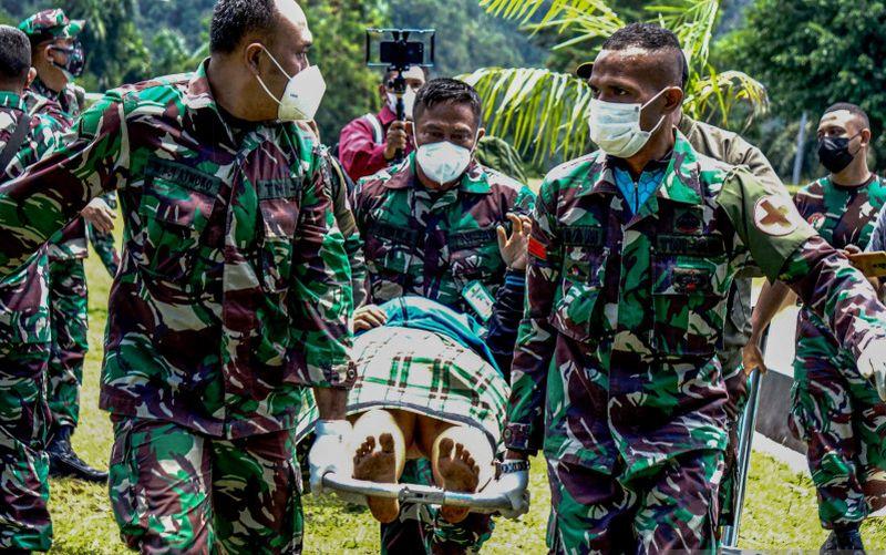https: img.okezone.com content 2021 09 27 620 2477414 pasca-serangan-kkb-satgas-nemangkawi-pertebal-pengamanan-di-kiwirok-papua-FFRV1PUe2K.jpg