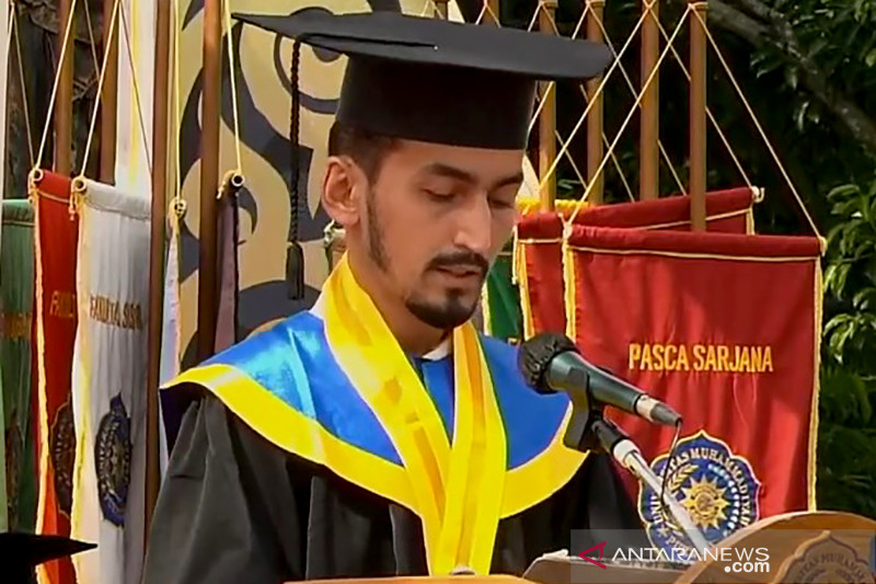https: img.okezone.com content 2021 09 27 65 2477630 universitas-muhammadiyah-purwokerto-gelar-wisuda-offline-diikuti-4-mahasiswa-asing-Jk4Vl0j9st.jpg