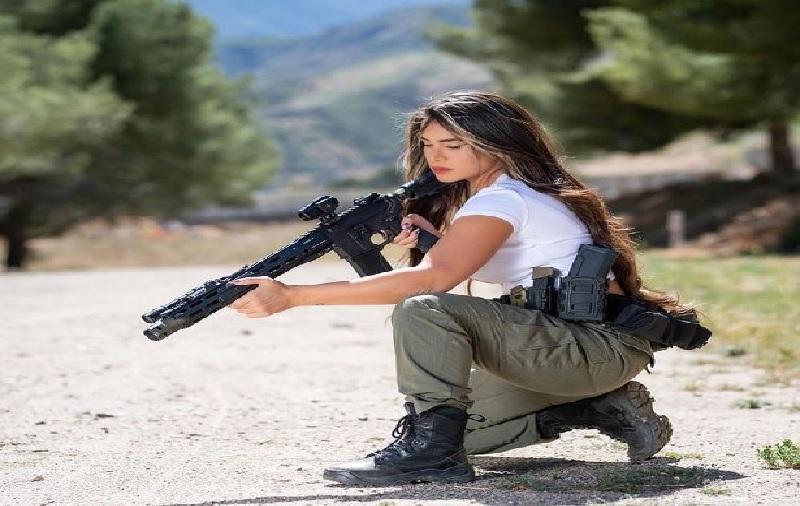 https: img.okezone.com content 2021 09 28 18 2477911 dulu-korban-pemerkosaan-sekarang-jadi-ratu-senjata-9voeZ5IkQB.jpg