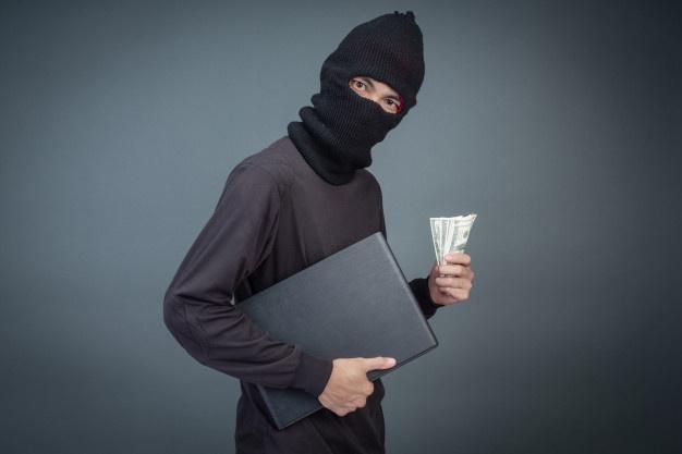 https: img.okezone.com content 2021 09 28 338 2478320 majikan-ke-luar-negeri-pembantu-gasak-brankas-berisikan-kertas-NLUlYsZrSt.jpg