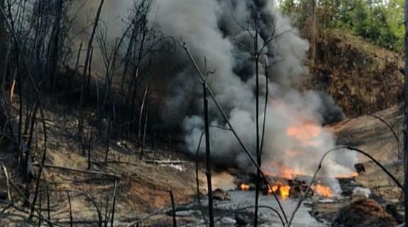 https: img.okezone.com content 2021 09 28 340 2478172 pasca-ledakan-1-403-sumur-minyak-ilegal-ditutup-polisi-iBxuIihpdV.jpg