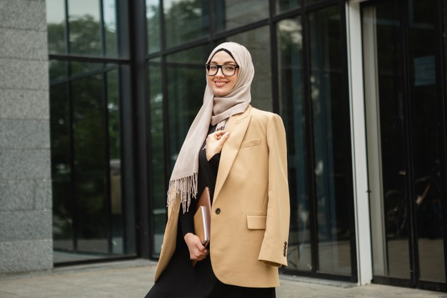 https: img.okezone.com content 2021 09 28 616 2478310 5-perawatan-rambut-untuk-hijabers-dengan-aktivitas-padat-6FJZfpUIg4.jpg