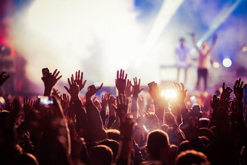 https: img.okezone.com content 2021 09 29 620 2478400 mungkinkah-konser-musik-digelar-dengan-adanya-ancaman-gelombang-ketiga-DK4AeFItIy.jpg