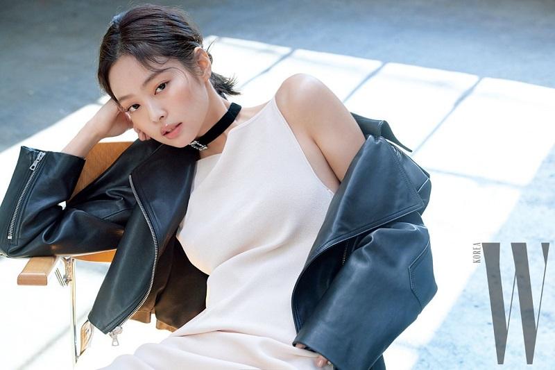https: img.okezone.com content 2021 09 30 33 2479087 jennie-blackpink-tiba-di-perancis-untuk-paris-fashion-week-BuG8qhRBgK.jpg