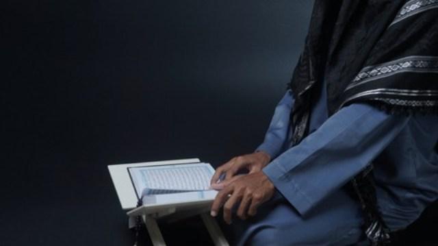 https: img.okezone.com content 2021 09 30 330 2479406 keutamaan-surat-al-qamar-ayat-49-beserta-tafsirnya-8GuOonTiIX.jpg