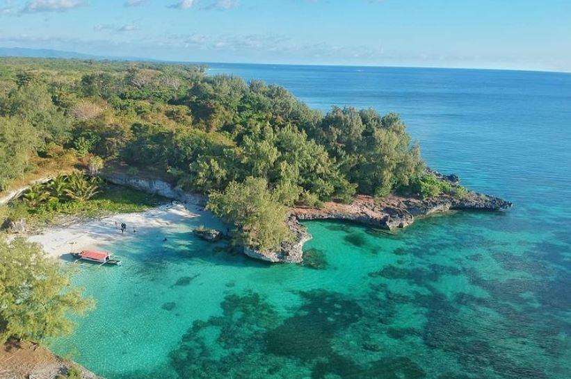 https: img.okezone.com content 2021 09 30 408 2479048 nikmati-surga-bawah-laut-pulau-gusung-destinasi-ciamik-di-kepulauan-selayar-i0bHWRoy0B.JPG
