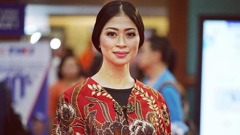 https: img.okezone.com content 2021 10 01 194 2479822 mengenal-batik-prada-wastra-nusantara-bertabur-emas-nan-mewah-94PgML0QgF.jpg