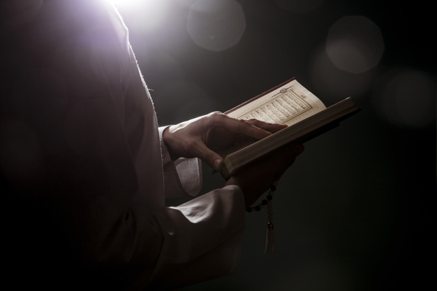 https: img.okezone.com content 2021 10 01 330 2479780 khasiat-surat-al-hadid-ayat-3-beserta-tafsirnya-AhMdEsmP3m.jpg