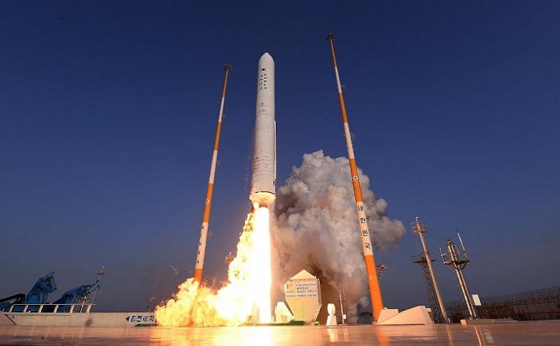 https: img.okezone.com content 2021 10 01 56 2479750 korsel-lakukan-latihan-akhir-jelang-peluncuran-roket-ke-luar-angkasa-3S4Y9zW3gv.jpg