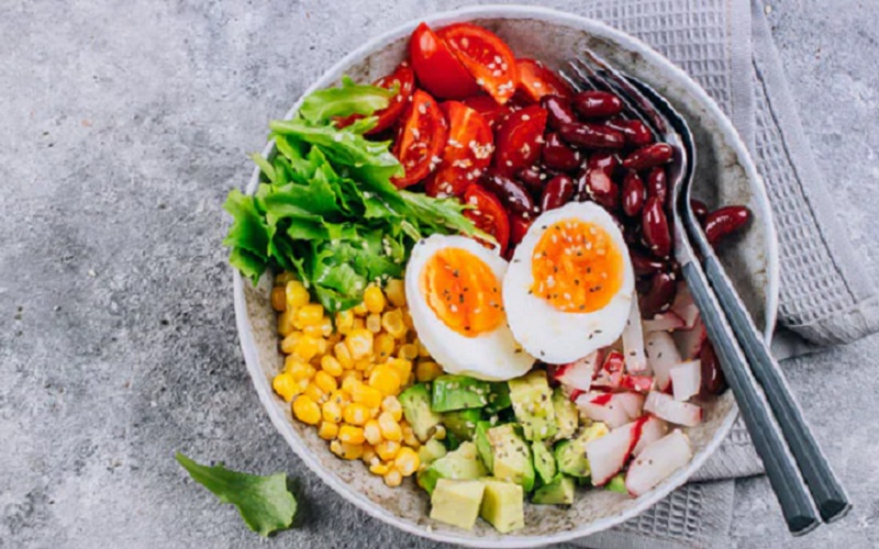 https: img.okezone.com content 2021 10 04 298 2480983 aturan-jam-makan-ideal-agar-jantung-sehat-coba-yuk-5dchLctgrx.jpg