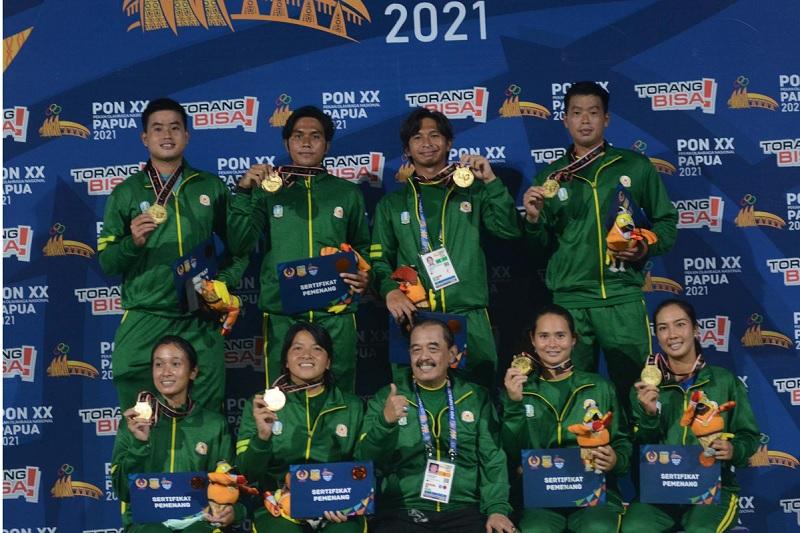 https: img.okezone.com content 2021 10 04 40 2480969 pon-xx-papua-2021-jawa-timur-kawinkan-medali-emas-di-tenis-beregu-9rFA76VLVw.jpg