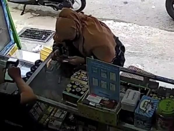 https: img.okezone.com content 2021 10 04 610 2481158 bobol-mesin-edc-mahasiswi-di-palembang-ditangkap-f1M8qmmLx3.jpg
