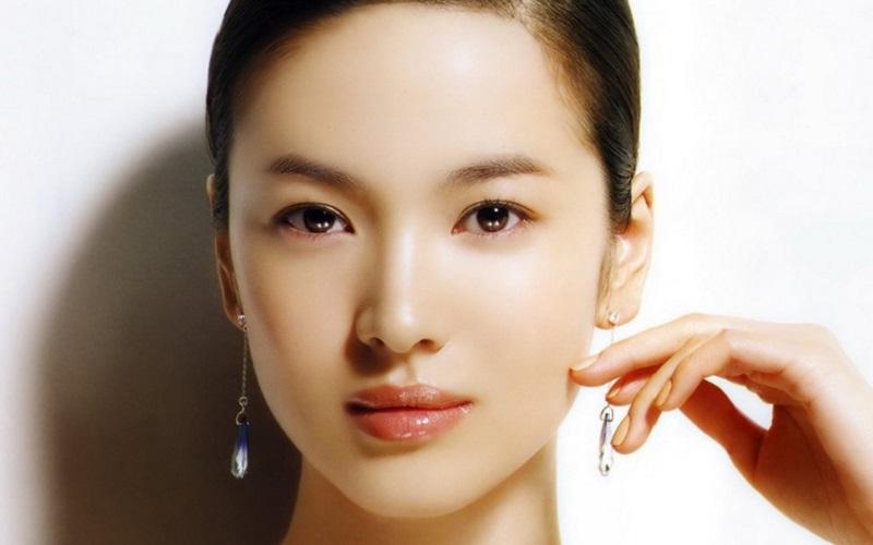 https: img.okezone.com content 2021 10 04 611 2481052 5-tips-menjaga-kesehatan-kulit-dan-mencegah-rambut-rontok-NOTIiJUgB7.jpg