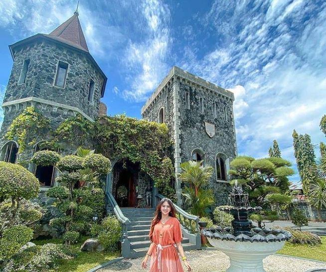 https: img.okezone.com content 2021 10 05 408 2481465 5-tempat-wisata-instagramable-di-yogyakarta-liburan-serasa-di-eropa-9wIqRlwIoG.JPG