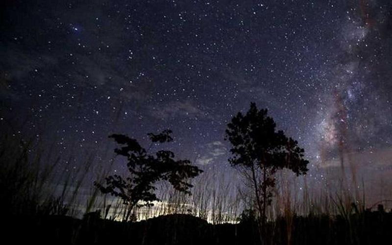 https: img.okezone.com content 2021 10 05 56 2481455 fenomena-astronomi-yang-terjadi-di-pekan-pertama-oktober-apa-saja-Emghi3z6yE.jpg