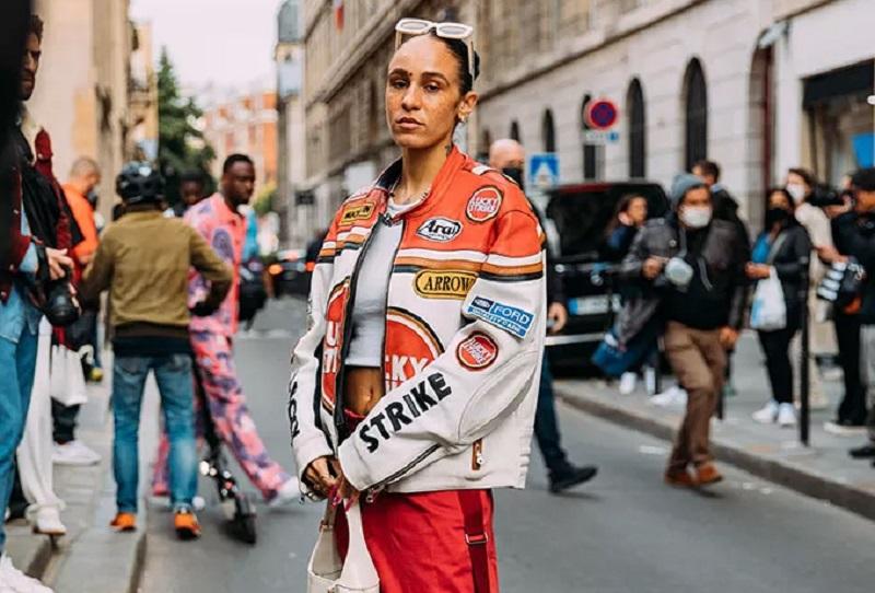 https: img.okezone.com content 2021 10 06 194 2482303 7-tampilan-street-style-terbaik-di-paris-fashion-week-qZkWP5A0xi.jpg