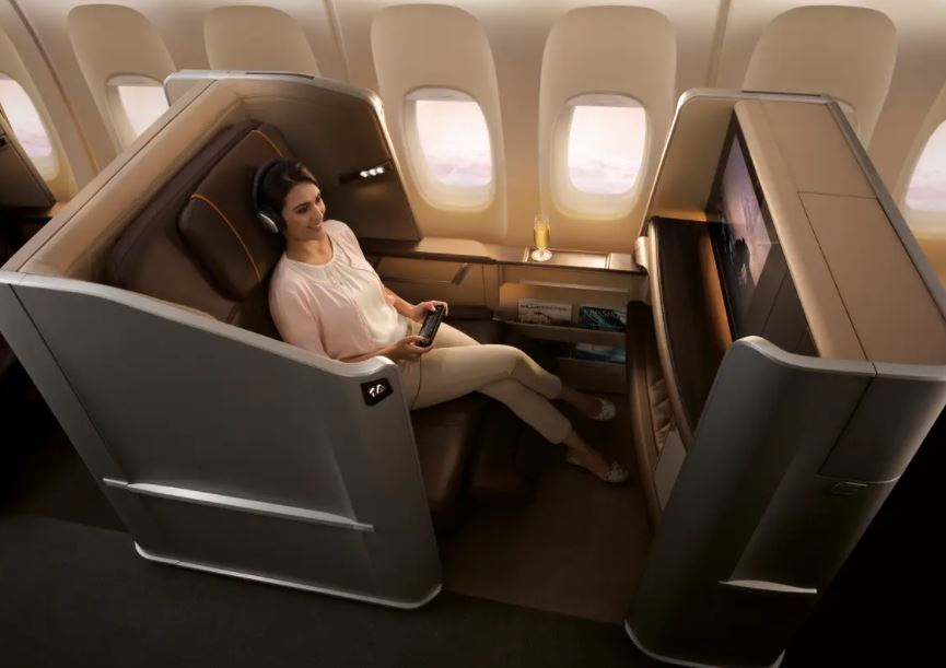 https: img.okezone.com content 2021 10 06 406 2482122 viral-pengalaman-buruk-naik-pesawat-first-class-ac-bocor-hingga-dikasih-makanan-basi-PEsqd4gy3h.JPG