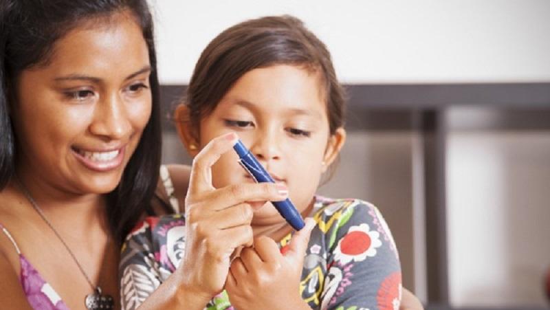 https: img.okezone.com content 2021 10 06 620 2482034 waspadai-diabetes-pada-anak-kenali-gejala-dan-cara-mengontrol-gula-darah-oJ4rqjFIHw.jpg