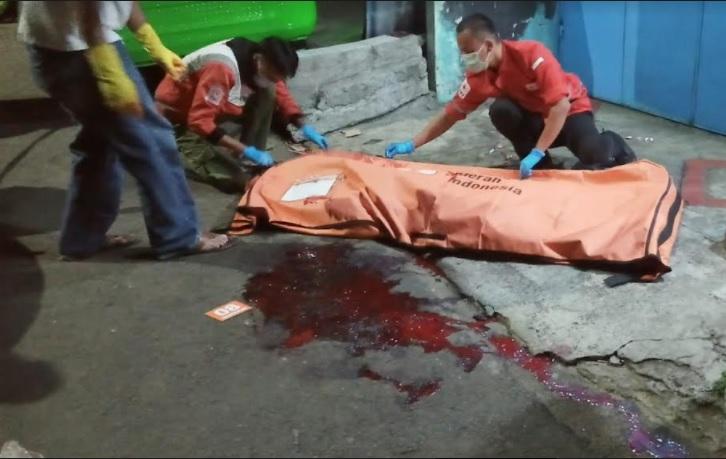 https: img.okezone.com content 2021 10 07 338 2482587 seorang-pelajar-tewas-dikeroyok-gangster-di-kota-bogor-UAtUeffExH.jpg