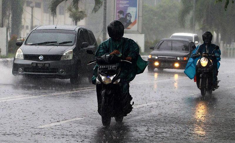https: img.okezone.com content 2021 10 07 620 2482591 waspada-bmkg-perkirakan-hujan-lebat-landa-daerah-daerah-ini-AqmFwKtH0n.jpg