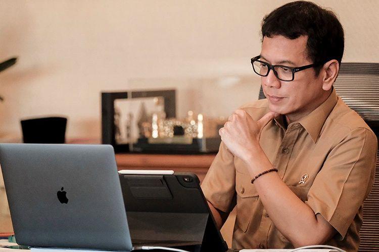 https: img.okezone.com content 2021 10 07 65 2482753 indonesia-harus-bersiap-hadapi-era-disrupsi-gelombang-kedua-EC33sL6q1T.jpg