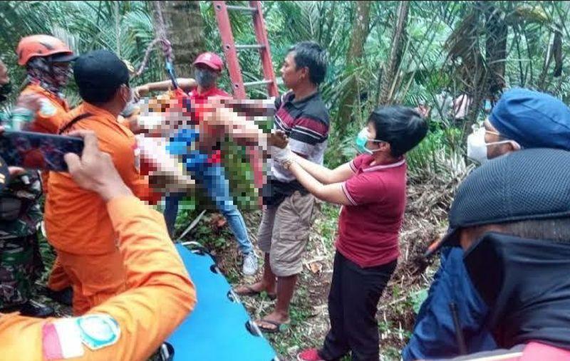 https: img.okezone.com content 2021 10 08 244 2483493 warga-bali-ditemukan-meninggal-di-atas-pohon-kelapa-dUqijrpuRP.jpg