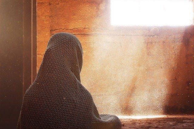 https: img.okezone.com content 2021 10 08 330 2483062 kisah-masa-kecil-nabi-muhammad-disusui-halimah-sa-diyah-berbagai-keajaiban-terjadi-VkzaM7UheZ.jpg