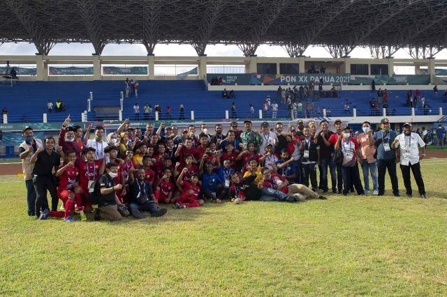 https: img.okezone.com content 2021 10 08 43 2483357 hasil-sepakbola-putra-pon-xx-papua-2021-aceh-atasi-perlawanan-sumatera-utara-qEasNhxz8b.jpg