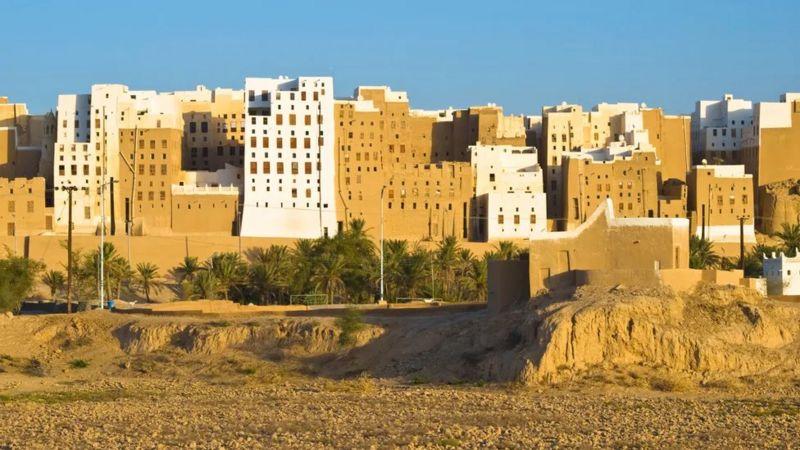 https: img.okezone.com content 2021 10 08 470 2483068 mengintip-kota-kuno-berusia-500-tahun-dibangun-pakai-lumpur-HCq516m3Ud.jpg