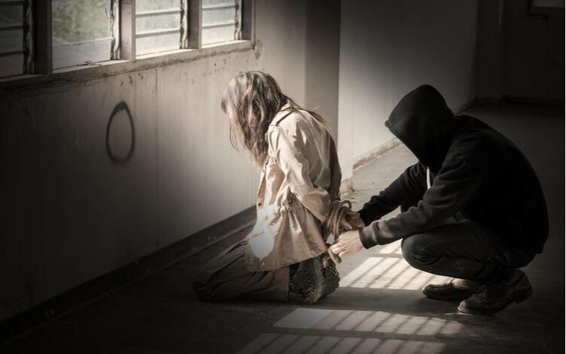 https: img.okezone.com content 2021 10 08 525 2483527 aksi-penculikan-bocah-5-tahun-terekam-cctv-7PfeycrgX3.jpg