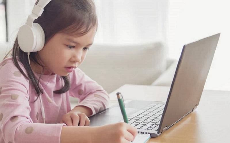 https: img.okezone.com content 2021 10 08 57 2483479 cara-efektif-belajar-online-dan-tak-membosankan-dari-aplikasi-video-pendek-Fuon4udIxm.jpg